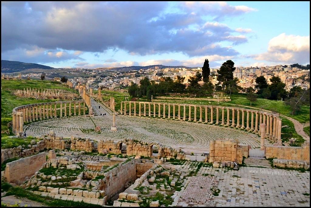 oval plaza roman ruins in jerash