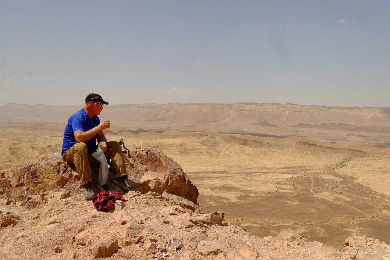 solo hiker shen ramon negev desert
