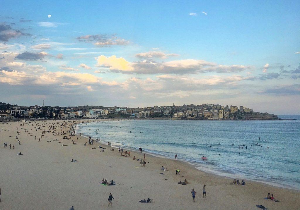 solo travel tips sydney beach