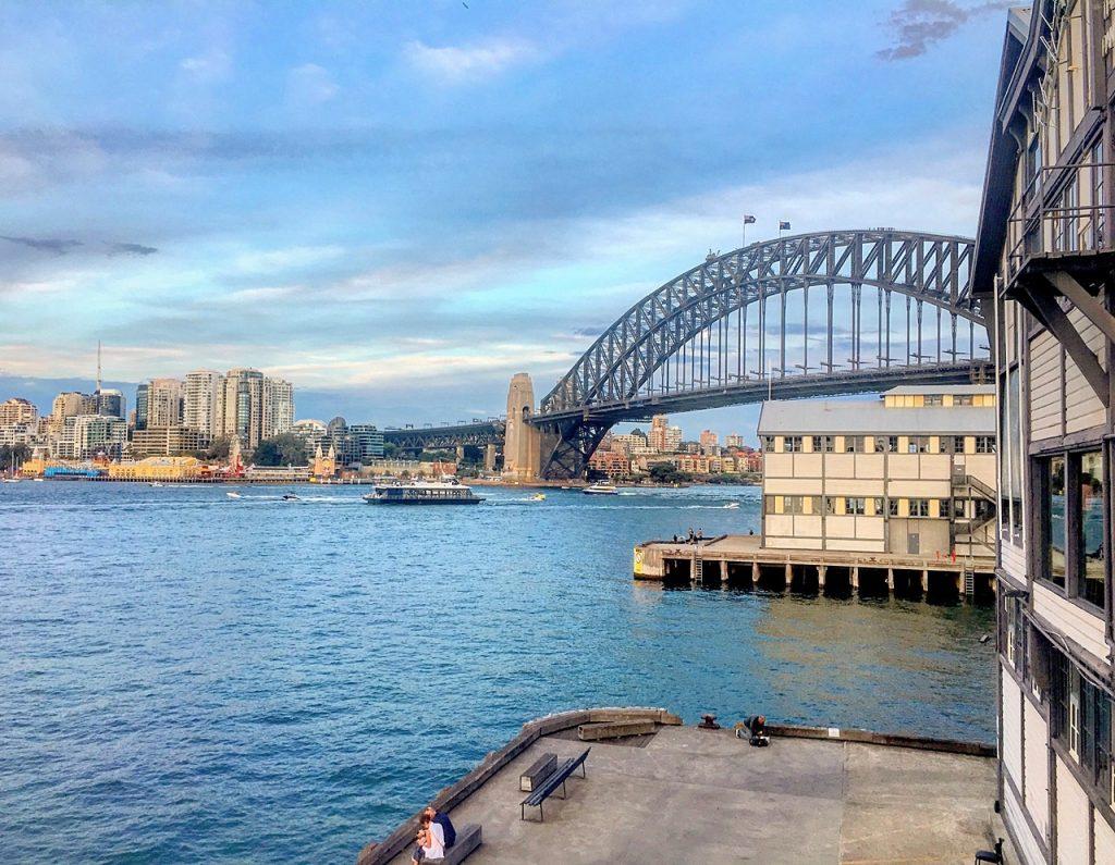 solo travel tips sydney bridge