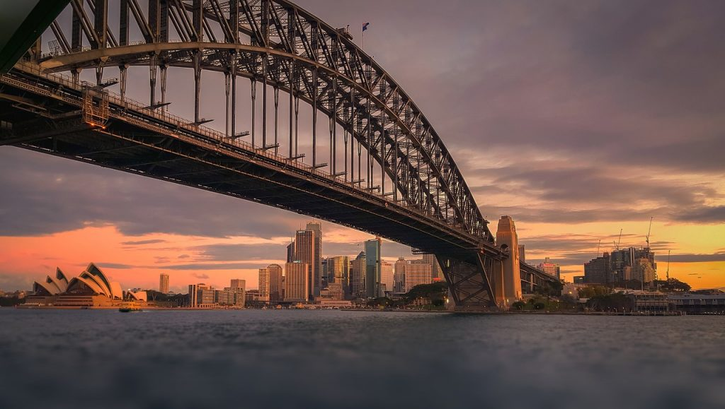 solo travel tips sydney harbour bridge