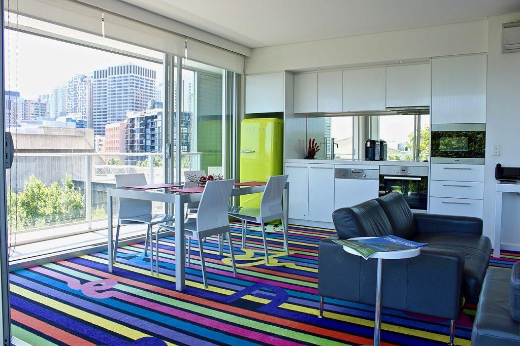 solo travel tips sydney hostel