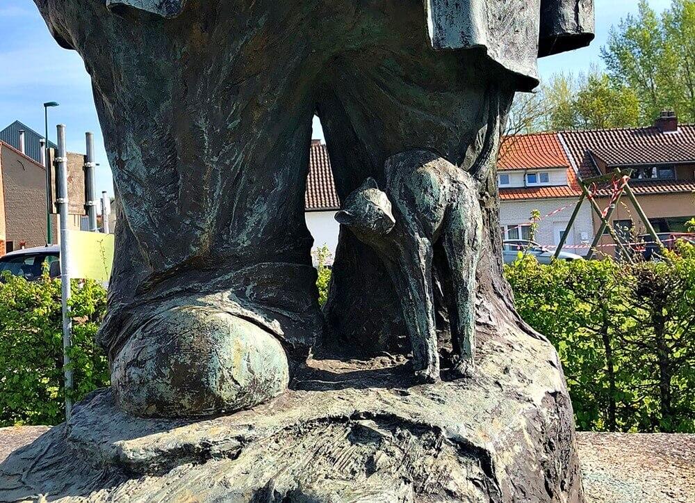 Cat of Fat Man Statue Pamel Belgium