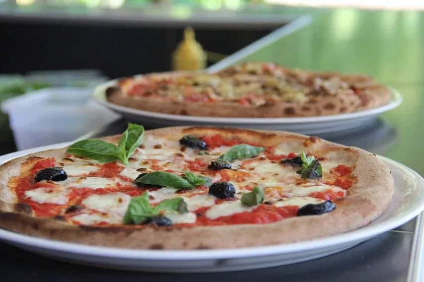 neapolitan pizza naples italy